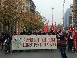 A Cuneo in mille a manifestare per lo 'Ius soli'