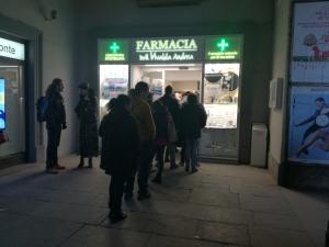 A Cuneo 'presa d'assalto' la farmacia di turno