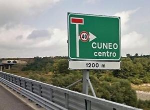 'Correggete il cartello 'Cuneo Centro' allo svincolo dell'Asti Cuneo'