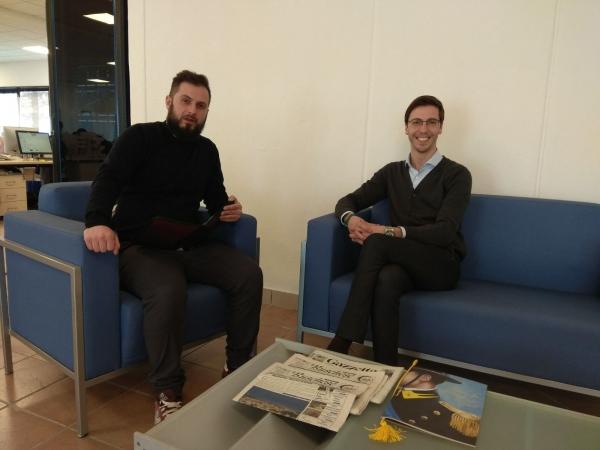 Il 'nostro' giornalista Samuele Mattio con Flavio Gastaldi (Lega) nella redazione di Cuneodice.it