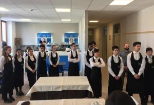 Esercitazione per gli alunni del corso ristorazione Enaip
