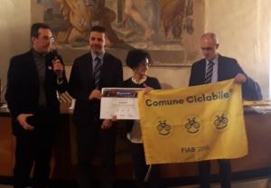 Alla Città di Cuneo la bandiera gialla come 'Comune ciclabile'