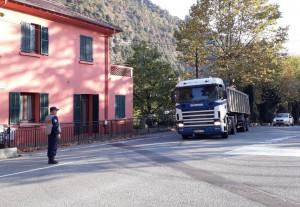 I sindaci della valle Roya scendono in strada contro i tir