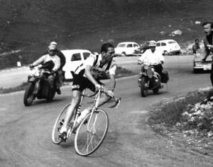 #GiroinGranda: 'l'altra' Cuneo-Pinerolo, poi fa capolino il doping