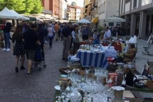 Bra: mercatino del 25 aprile, successo di pubblico e di espositori
