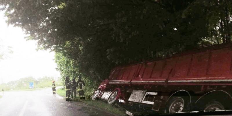 Camion fuori strada a Savigliano
