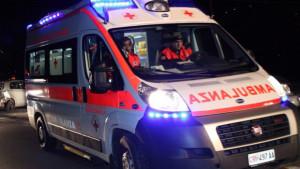 Si ribalta un'auto, incidente in via Bersezio a Cuneo