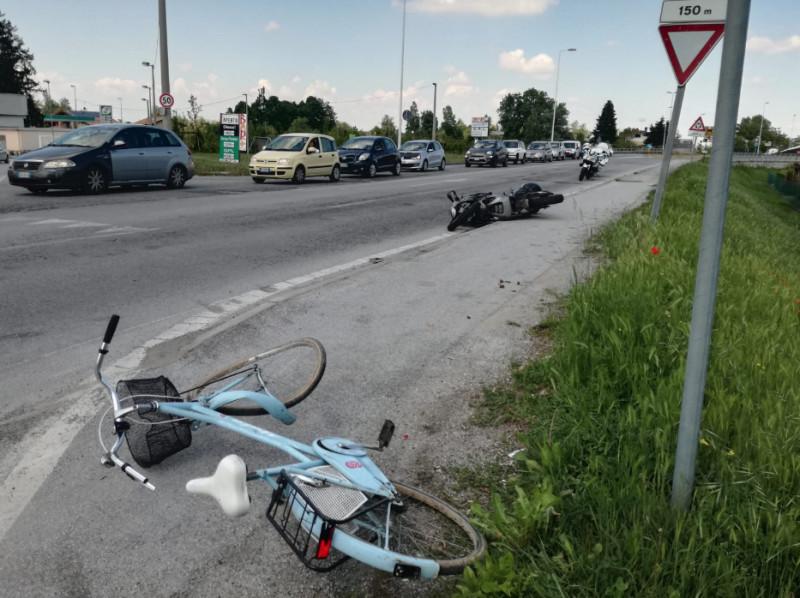 Incidente a Cuneo: uomo investito da motocicletta