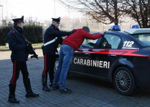Carabinieri denunciano due macedoni per furto presso l'isola ecologica