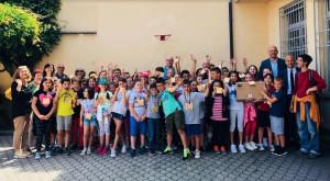 Cherasco: premiati gli alunni che vanno a scuola col 'Pedibus'