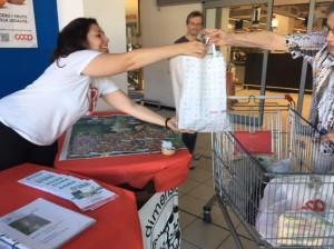 Oggi a Cuneo e Bra si 'dona la spesa' agli amici a quattro zampe