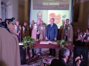 Franco Biraghi nominato Socio Onorario della Confraternita della Nocciola Tonda Gentile di Langa