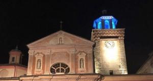 Busca: il campanile della Rossa illuminato d'azzurro per la lotta ai tumori