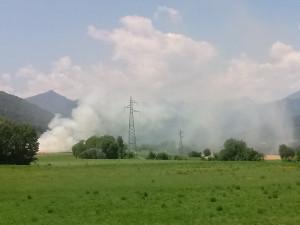 Incendio in regione Archero a Dronero, sul posto i Vigili del Fuoco