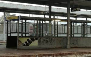 Aggredì il capotreno alla stazione di Cavallermaggiore, indagato ventenne torinese