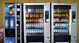 Forza un distributore automatico e ruba l'incasso: fermato un braidese