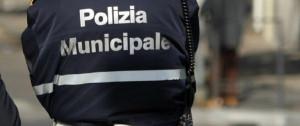 Urta un ciclista e fugge: denunciata una cinquantenne albese