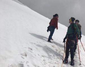 In jeans e scarpe da ginnastica sul ghiacciaio a 4 mila metri: il monito del Soccorso Alpino