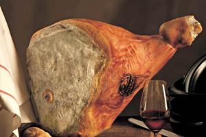 Prosciutto crudo di Cuneo prodotto con maiali danesi: in ventidue a processo