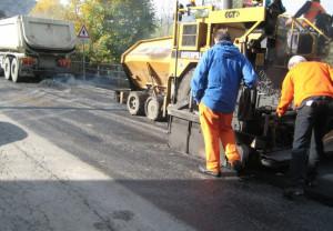 Lavori di asfaltatura sulla provinciale 161 Saluzzo-Villafalletto tra Falicetto e Termine