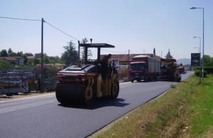 Lavori di bitumatura sulla provinciale 589 nel tratto Saluzzo-confine Provincia di Torino
