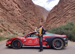 958 Santero taglia il traguardo del record di velocità firmato Ferrari tra le strette gole del Marocco