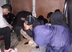 Trasportano 13 stranieri ammassati in un furgone: arrestati due 'passeur' iracheni