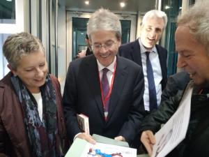 Gentiloni ha presentato la sua ricetta 'impopulista' a Cuneo