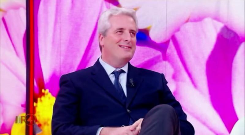 """""""Di Maio? Un paraculo. Salvini? Ringhioso"""""""