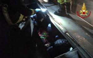 Nascosti su un treno merci proveniente dalla Serbia e diretto a Cuneo: fermati nove migranti
