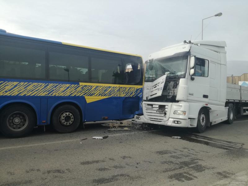 Busca: camion tampona un pullman della GrandaBus
