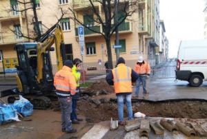 Si rompe una tubatura, alcuni palazzi senza acqua nella zona del 'Santa Croce' a Cuneo