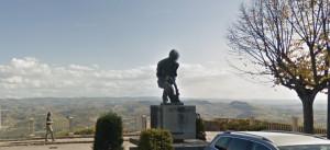 La Morra, rubata la statua del Vignaiolo