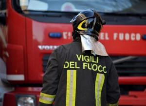 Auto in fiamme a Limone Piemonte, sul posto i Vigili del Fuoco
