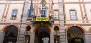 Cuneo: dopo le tensioni Roma-Parigi, sventola la bandiera francese sul balcone del Municipio