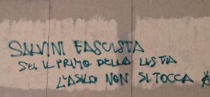 Alba, scritte offensive contro Salvini sui muri della sede del centrodestra e della cittadella degli studi