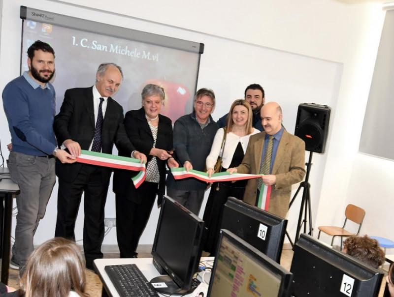 La Banca Alpi Marittime dona 24 computer all'istituto comprensivo di San Michele Mondovì