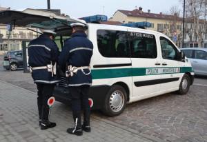 Circola su un'auto senza assicurazione e già sequestrata: la Polizia Municipale gliela confisca