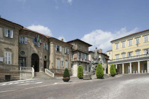 Bra: si asfalta un tratto di via Cuneo