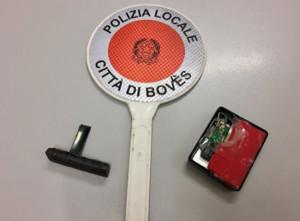 Dispositivo per clonare carte installato su una postazione bancomat a Boves: l'allarme della Polizia Locale