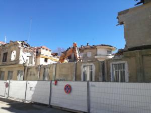 Iniziato l'abbattimento dell'ex Istituto provinciale Infanzia di Cuneo
