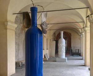 'Bottiglie d'artista' nel chiostro del Complesso monumentale di San Francesco a Cuneo