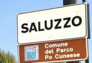La protesta del Consiglio comunale di Saluzzo, convocato all'interno dell'ex tribunale