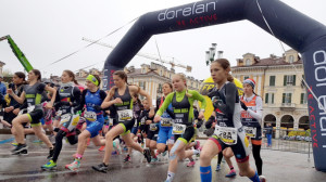 La carica dei mille: a Cuneo il duathlon più forte del maltempo