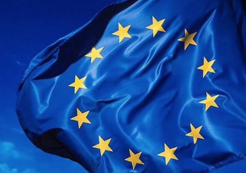Cuneo, nuova distribuzione gratuita di bandiere europee allo sportello Europe Direct
