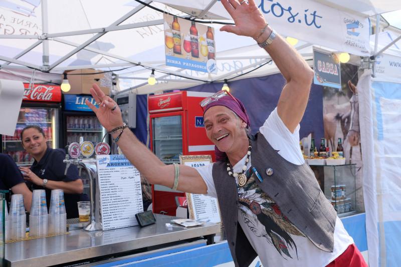 Il Mercato Europeo in piazza Galimberti fino a domenica sera: ecco i primi scatti