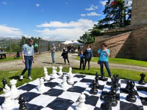 Grande successo per la simultanea di scacchi organizzata dalla Banca Alpi Marittime