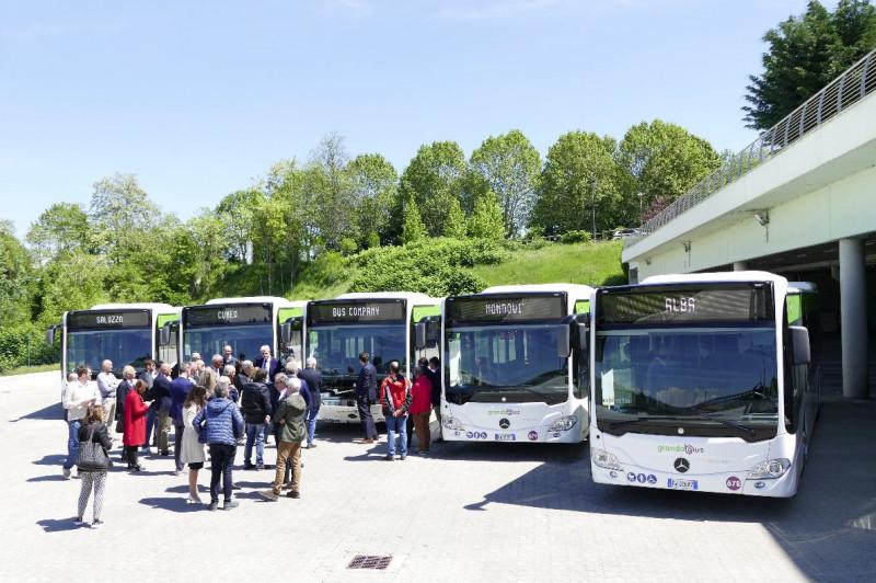Cuneo, presentati cinque nuovi autobus ibridi della Bus Company per il TPL