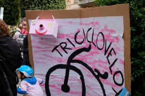 I bambini colorano di rosa via Roma con il 'Girino d'Italia' (FOTOGALLERY)