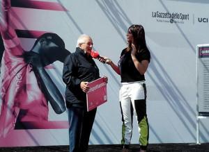 """""""Sulla strada bisogna rispettarsi"""": il messaggio dell'Aci dal palco del Giro d'Italia a Cuneo"""